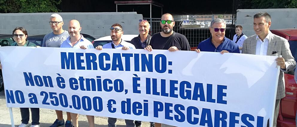 manifestanti protestano per il mercatino etnico di Pescara